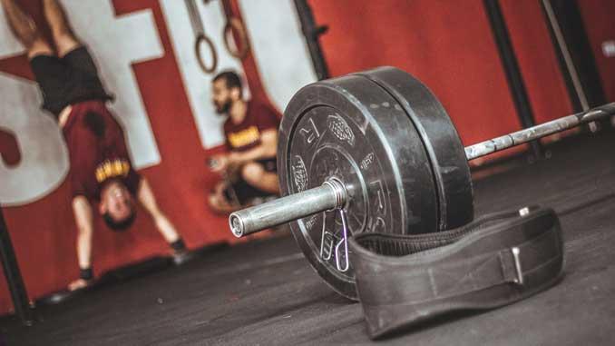 Gleichzeitig Muskeln aufbauen und Fett abbauen